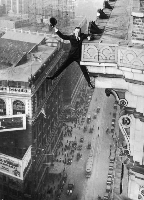 Harry Gardiner hanging from the 24th story of the Hotel McAlpin, Broadway, New York, 1925. (Photo by Hulton Archive/Getty Images) Photo: Hulton Archive/Getty Images