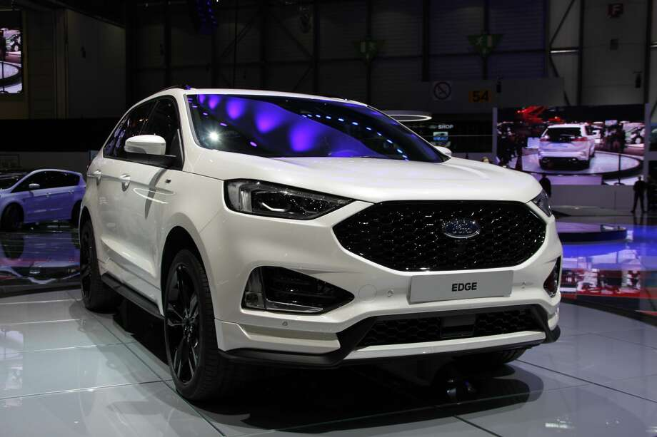 2018 Ford EdgeBest 2-row SUV   Price: $29,315  *All prices are listed as the manufacturer's suggested retail price. Price may varyat local dealers. Photo: Anadolu Agency/Getty Images