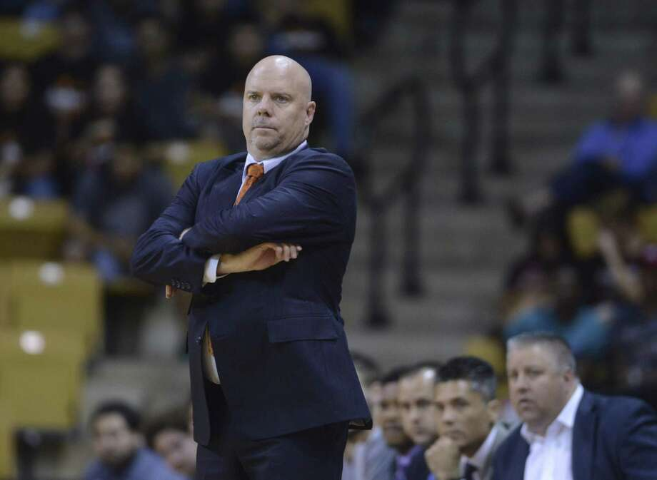 UTSA coach Steve Henson was named the Conference USA coach of the year after an 18-win regular season. Photo: Billy Calzada / San Antonio Express-News