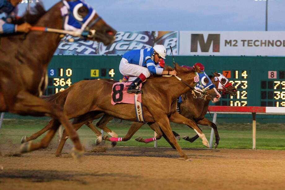 The Securities and Exchange Commission says the former chairman of a company that used to operate Selma's Retama horse track loaned money to the the track's owner that didn't belong to him. The loan was to help keep the track afloat. Photo: Ray Whitehouse /Express-News File Photo / 2015 San Antonio Express-News