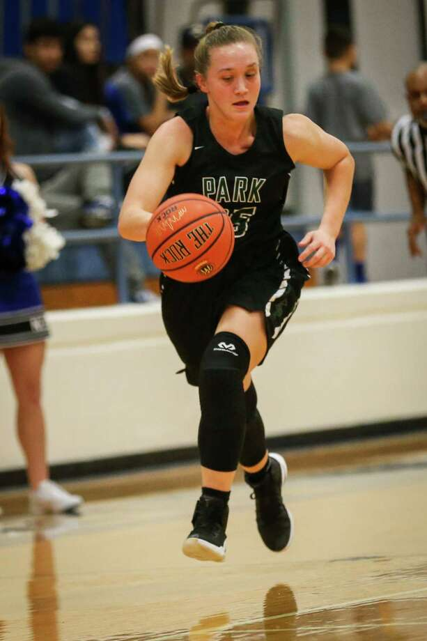 Kingwood Park's Mackenzie Purcell (35) drives downcourt during the high school girls basketball game against New Caney on Friday, Dec. 1, 2017, at New Caney High School. (Michael Minasi / Houston Chronicle) Photo: Michael Minasi, Staff Photographer / © 2017 Houston Chronicle