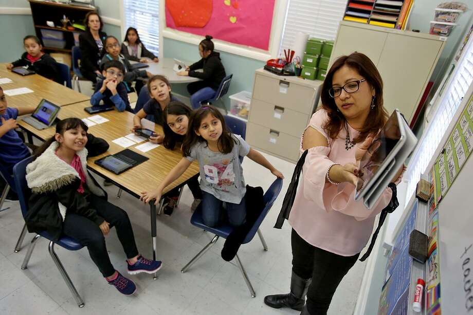American Sunrise Executive Director Verlyn Maldonado goes over a lesson in the Yes! Our Kids Can app. Veteran ad exec Lionel Sosa said he approached nurturing a college-bound culture like an ad executive. Photo: Edward A. Ornelas / San Antonio Express-News / © 2018 San Antonio Express-News