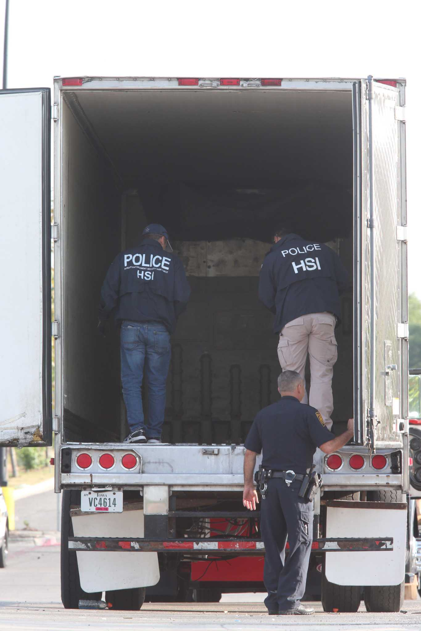 Laredo stash house operator pleads guilty in deadly smuggling run