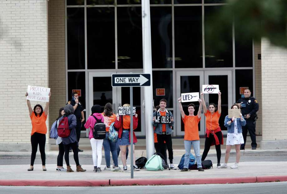 A group of student at Brandeis HS hold up protest signs in front of the school, voicing their opinions against guns, on Friday, March 9, 2018. Photo: Bob Owen, San Antonio Express-News / San Antonio Express-News