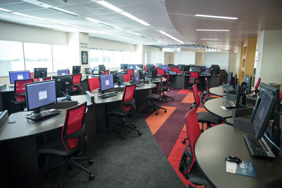 Lone Star College - University Park's library has more than 70 computers that make up its digital stacks for students to browse books and databases. Photo: Lone Star College-University Park, Owner / © 2017 Jessica Padilla Jordan; Jess Padilla; Jess Padilla Creative, LLC
