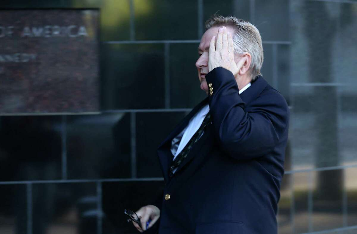 Steve Stockman covers his face while entering the United States District Courthouse Tuesday, March 21, 2017, in Houston. ( Godofredo A. Vasquez / Houston Chronicle )