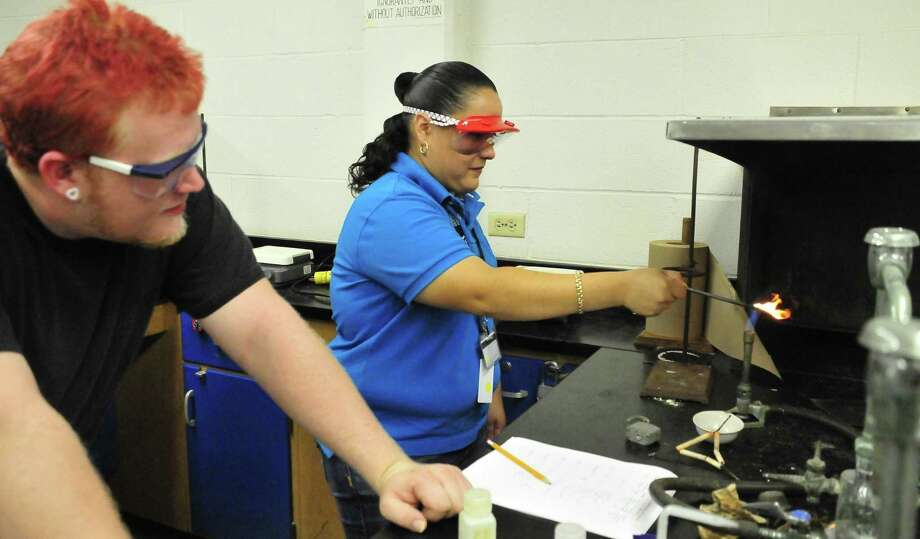 Students from the new Pasadena Early College High School recently visited San Jacinto College (SJC) Central Campus science labs for hands-on learning alongside their collegiate peers. It is part of a dual credit program that a reader discusses. Photo: Jeannie Peng-Armao /SJC Marketing Dept / SJC marketing dept