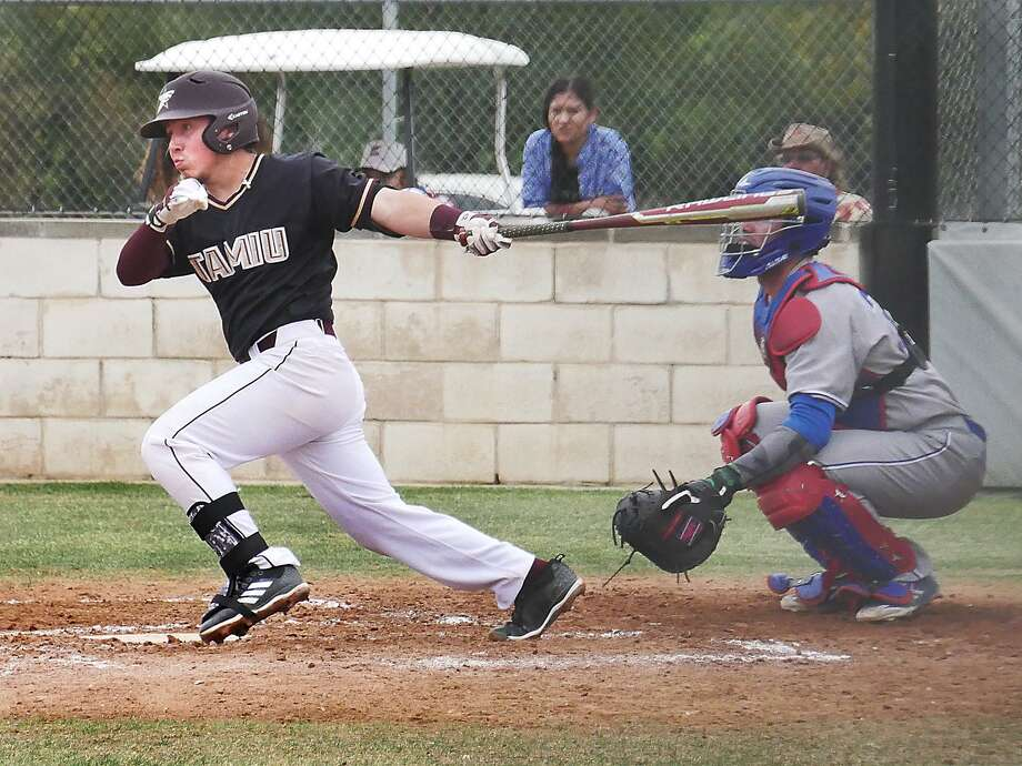 Second baseman Abel Aguilar had the Dustdevils' lone RBI Saturday as TAMIU fell 4-0 and 6-1 against Oklahoma Christian. Photo: Cuate Santos /Laredo Morning Times File / Laredo Morning Times