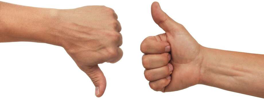 two male hands with thumbs up and down on white background Photo: James Steidl: Fotolia / James Steidl - Fotolia / 1728667