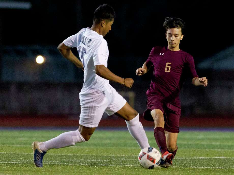 Willis midfielder Maximino Cervantes (15) dribbles the ball aganist Magnolia West defenseman Brandon Setoda (6) during the first period of a District 20-5A high school soccer match at Berton A. Yates Stadium, Friday, March 2, 2018, in Willis. Photo: Jason Fochtman, Staff Photographer / © 2018 Houston Chronicle