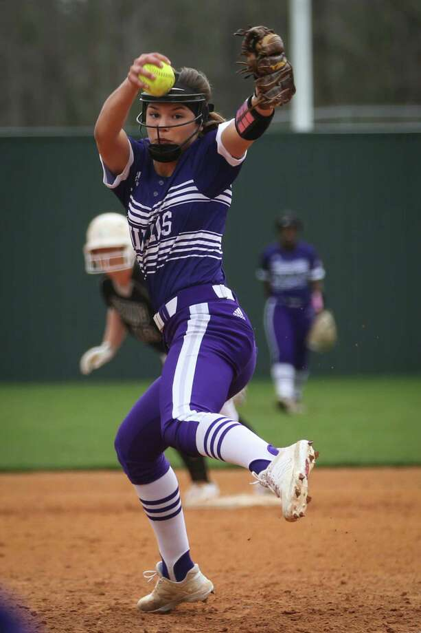 Willis' Ashley Vallejo (2) pitches during the softball game against Spring on Saturday, Feb. 24, 2018, at Willis High School. (Michael Minasi / Houston Chronicle) Photo: Michael Minasi, Staff Photographer / © 2017 Houston Chronicle