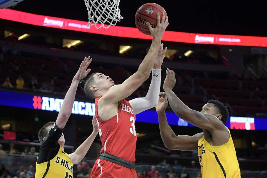 Houston guard Rob Gray (32) goes up for a shot between Wichita State guard Austin Reaves (12), left, and forward Darral Willis Jr. during the first half of an NCAA college basketball game in the semifinals at the American Athletic Conference tournament Saturday, March 10, 2018, in Orlando, Fla. (AP Photo/Phelan M. Ebenhack) Photo: Phelan M. Ebenhack, Associated Press / FR121174 AP