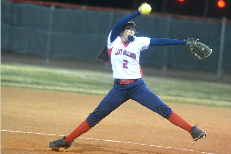 Plainview freshman pitcher Esmeralda Lucio struck out 13 and allowed just three hits as the Lady Bulldogs defeated Dumas, 3-1, in a District 3-5A softball game at Dumas Friday night. Photo: Skip Leon/Plainview Herald