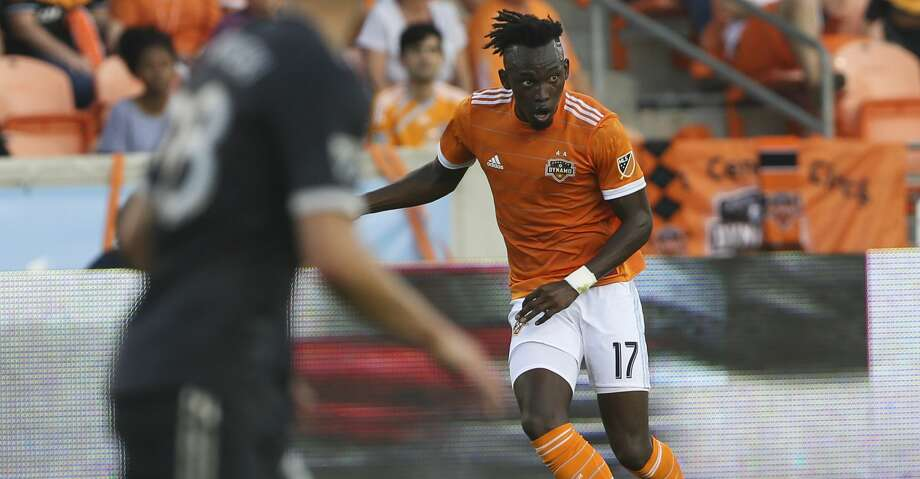 Houston Dynamo forward Alberth Elis (17) looks for a pass during the first half of the MLS game against the Vancouver Whitecaps at BBVA Compass Stadium on Saturday, March 10, 2018, in Houston. ( Yi-Chin Lee / Houston Chronicle ) Photo: Yi-Chin Lee/Houston Chronicle
