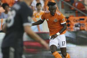 Houston Dynamo forward Alberth Elis (17) looks for a pass during the first half of the MLS game against the Vancouver Whitecaps at BBVA Compass Stadium on Saturday, March 10, 2018, in Houston. ( Yi-Chin Lee / Houston Chronicle )