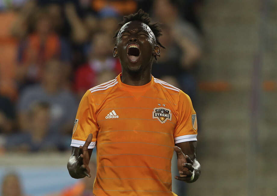 Houston Dynamo forward Alberth Elis (17) reacts to missing a goal during the second half of the MLS game against the Vancouver Whitecaps at BBVA Compass Stadium on Saturday, March 10, 2018, in Houston. The Houston Dynamo lost to the Vancouver Whitecaps 2-1. ( Yi-Chin Lee / Houston Chronicle ) Photo: Yi-Chin Lee/Houston Chronicle