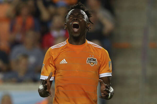 Houston Dynamo forward Alberth Elis (17) reacts to missing a goal during the second half of the MLS game against the Vancouver Whitecaps at BBVA Compass Stadium on Saturday, March 10, 2018, in Houston. The Houston Dynamo lost to the Vancouver Whitecaps 2-1. ( Yi-Chin Lee / Houston Chronicle )