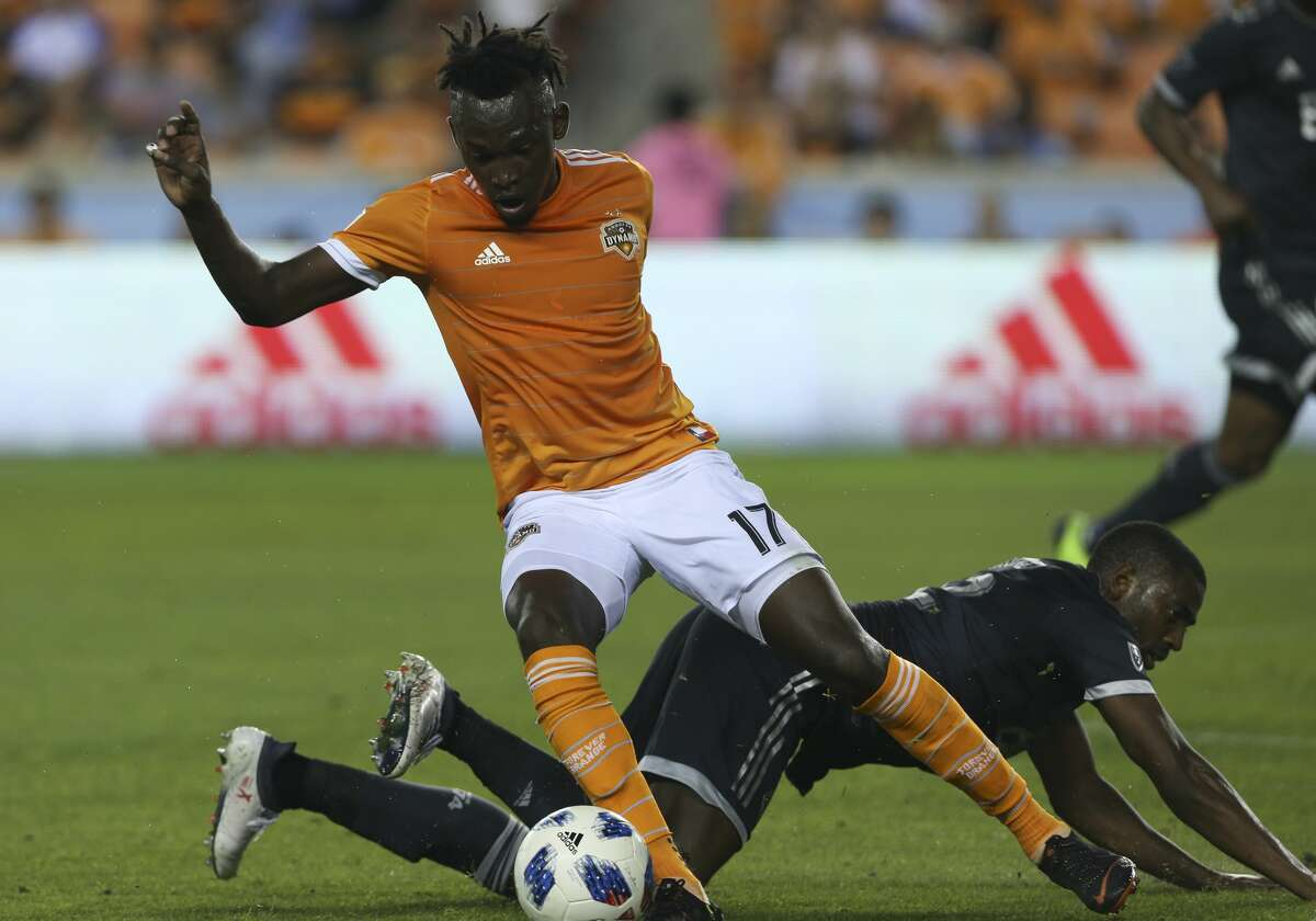 Houston Dynamo forward Alberth Elis (17) gets a pass during the second half of the MLS game against the Vancouver Whitecaps at BBVA Compass Stadium on Saturday, March 10, 2018, in Houston. The Houston Dynamo lost to the Vancouver Whitecaps 2-1. ( Yi-Chin Lee / Houston Chronicle )