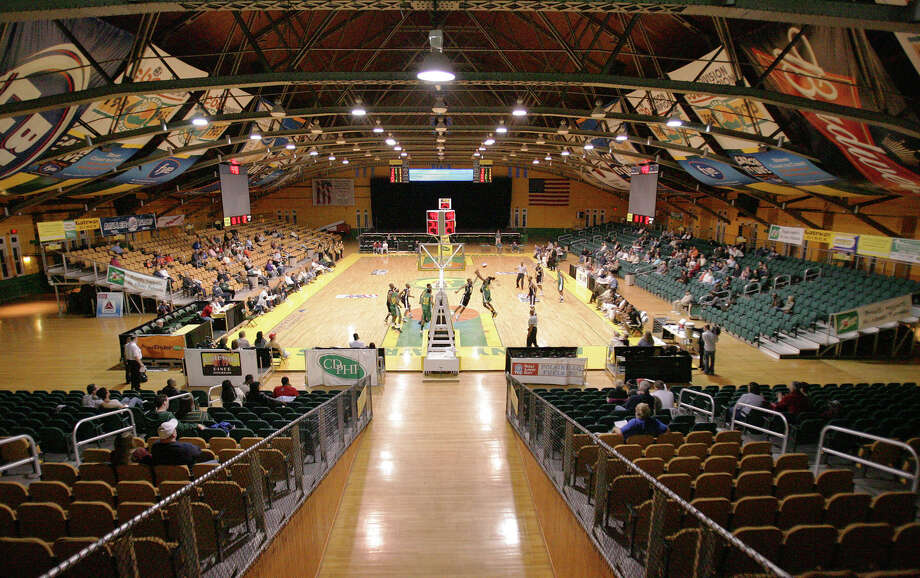A wide view of Albany's Washington Armory during a match up between the Albany Patroons and the Brooklyn Kings  on Saturday, April 14, 2007. (Jeff Foley/Times Union archive) Photo: Jeff Foley / Albany Times Union