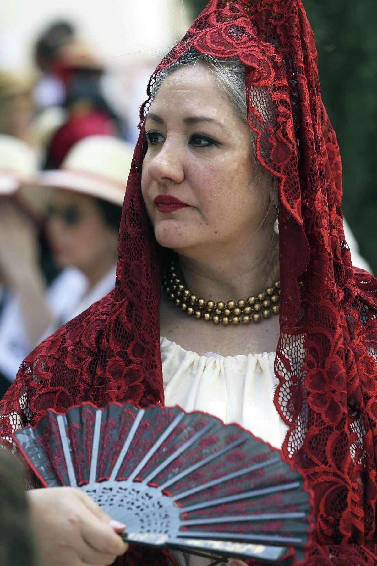 Jo Anne Gonzalez Murphy represents the wife of a 1718 Presidio San Antonio de Béjar soldier as historical and genealogical organizations present