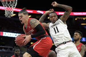 Houston guard Rob Gray, front left, grabs a rebound in front of Cincinnati forward Gary Clark (11) during the first half of an NCAA college basketball championship game at the American Athletic Conference tournament Sunday, March 11, 2018, in Orlando, Fla. (AP Photo/Phelan M. Ebenhack)