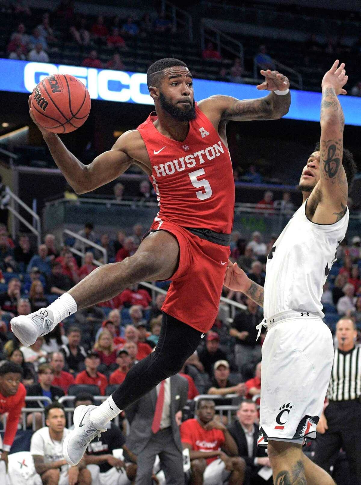 Houston guard Corey Davis Jr. (5) passes the ball in front of Cincinnati guard Jarron Cumberland, right, during the first half of an NCAA college basketball championship game at the American Athletic Conference tournament Sunday, March 11, 2018, in Orlando, Fla. (AP Photo/Phelan M. Ebenhack)