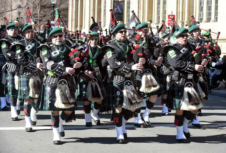 The New Haven County Firefighters Emerald Society Pipes & Drums band performs. Photo: Arnold Gold / Hearst Connecticut Media / New Haven Register