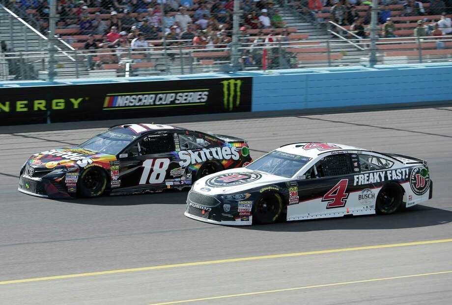 Monster Energy NASCAR Cup Series driver Kevin Harvick (4) passes Kyle Busch (18) on lap 131 during a NASCAR Cup Series auto race on Sunday, March 11, 2018, in Avondale, Ariz. (AP Photo/Rick Scuteri) Photo: Rick Scuteri, FRE / FR157181 AP