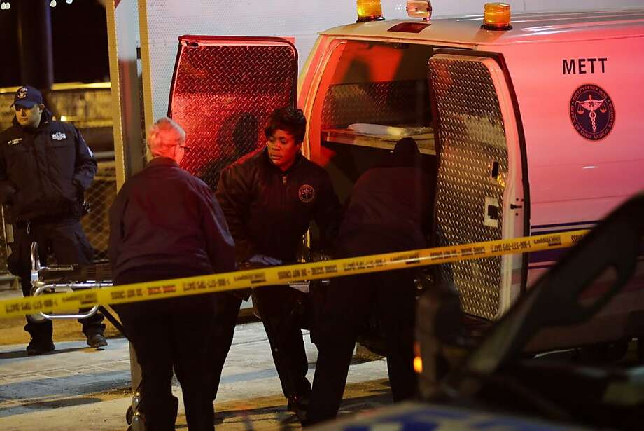 NYPD officers remove the bodies from the scene of a helicopter crash in the East River on March 11, 2018 in New York City. According to reports, two people died another three people are in critical condition. Photo: Eduardo Munoz Alvarez, Getty Images
