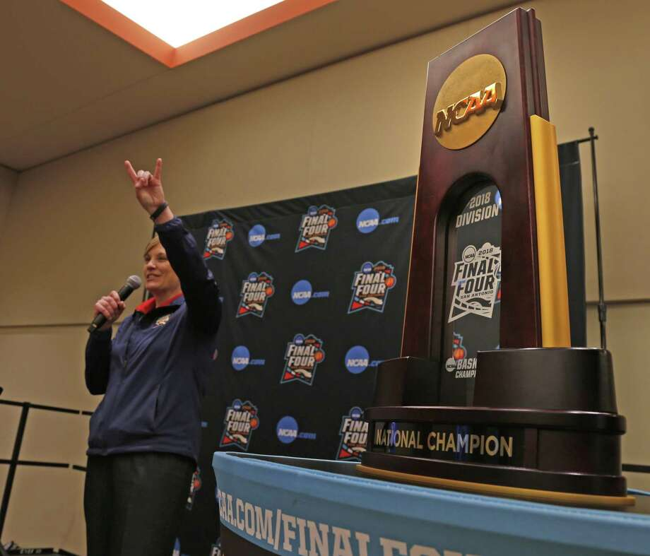 San Antonio Final Four ambassador Jenny Carnes at reception talking to UT fans hoping to get in tournament, The  NCAA trophy was on  display on Sunday, March 11,2018 Photo: Ronald Cortes, For The San Antonio Express News / 2018 Ronald Cortes