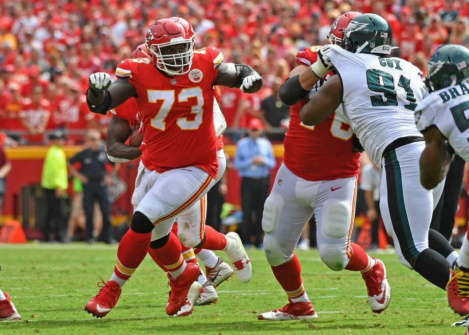 KANSAS CITY, MO - SEPTEMBER 17:  Offensive linemen Zach Fulton #73 of the Kansas City Chiefs leads a block against the Philadelphia Eagles during the second half on September 17, 2017 at Arrowhead Stadium in Kansas City, Missouri.  (Photo by Peter G. Aiken/Getty Images) Photo: Peter G. Aiken/Getty Images