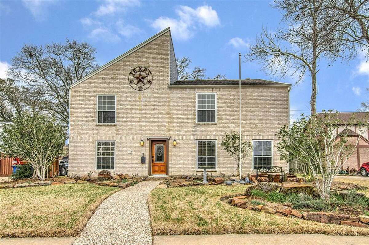 El Lago - No. 49 in TexasEl Lago is located north of Clear Lake and NASA Parkway, west of Highway 146.Example home listing: 415, Whitecap Drive, $250,000. See the listing.