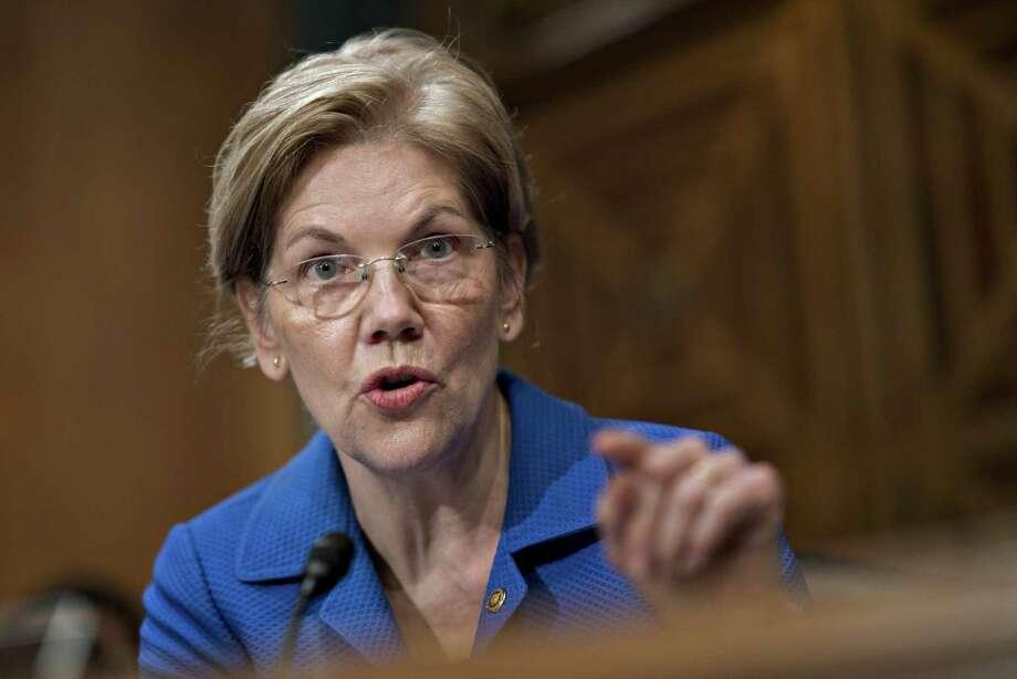 Sen. Elizabeth Warren, D-Mass., asks a question during a March 1 hearing. Photo: Bloomerg Photo By Andrew Harrer / © 2018 Bloomberg Finance LP