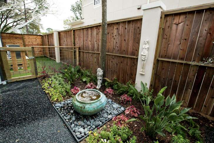 A garden in the back yard is shown at the home of Jennifer Kalinsky on Thursday, March 8, 2018, in Bellaire. ( Brett Coomer / Houston Chronicle )