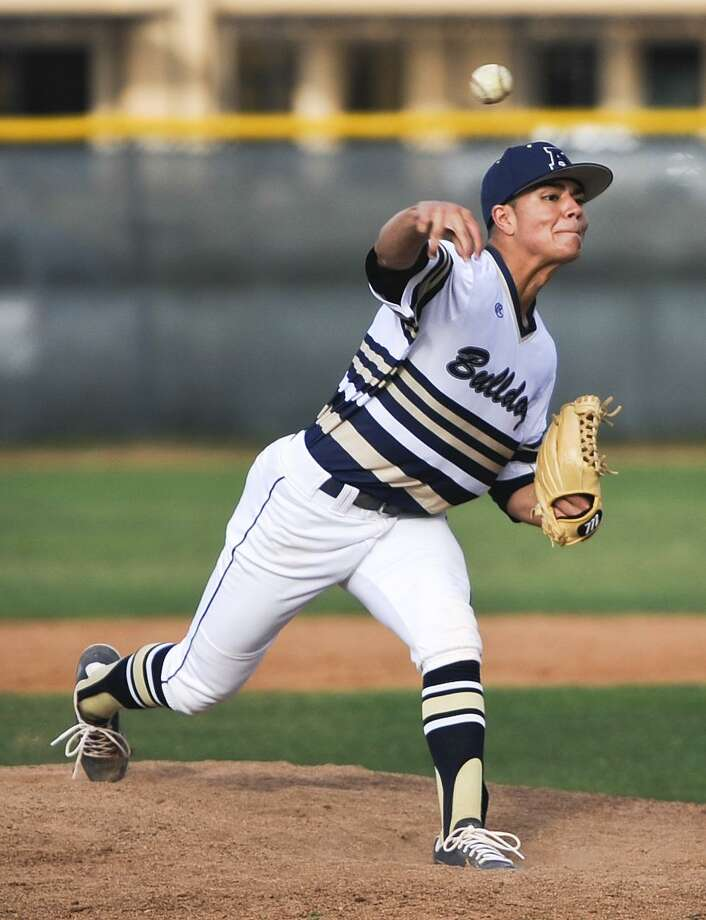 Marcelo Perez held Hanna to two runs (one earned) with 10 strikeouts in 6.2 innings Friday as Alexander opened the area round with an 8-2 victory at UTRGV. Photo: Danny Zaragoza /Laredo Morning Times File / Laredo Morning Times