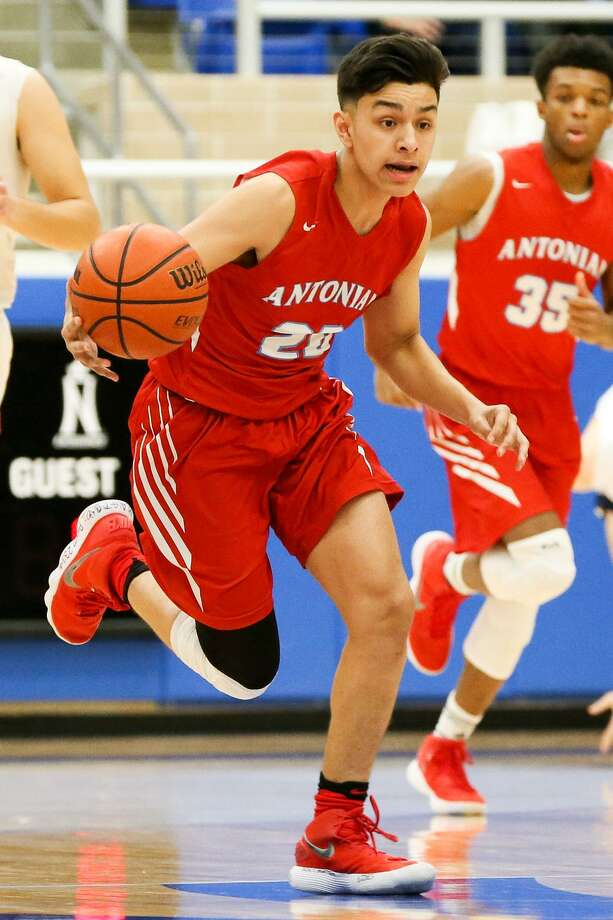 Juan Reyna III, who repeated the eighth grade, led Antonian in scoring as a freshman and helped the Apaches to 33 wins. Photo: Marvin Pfeiffer /San Antonio Express-News / Express-News 2018