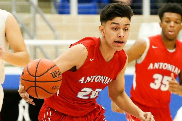 Antonian's Juan Reyna brings the ball upcourt during the first half of their TAPPS 2-6A high school boys basketball game with Central Catholic at Northsids ISD gym on Thursday, Jan. 11, 2018. MARVIN PFEIFFER/mpfeiffer@express-news.net