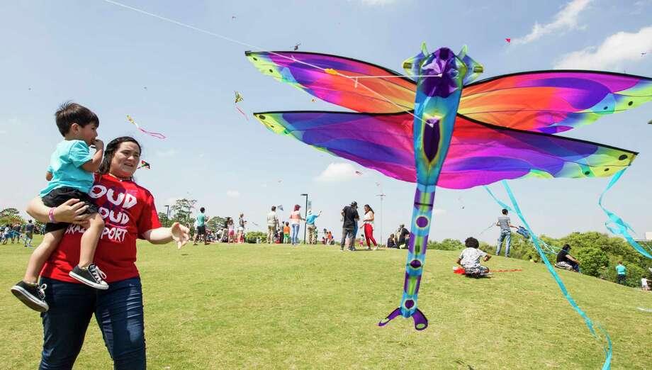Jaleigh Gonzales holds Brayden Mairui-Rhodes to launch a kite during the Hermann Park Conservancy Kite Festival at Hermann Park on Sunday, March 26, 2017, in Houston. ( Brett Coomer / Houston Chronicle ) Photo: Brett Coomer, Staff / © 2017 Houston Chronicle