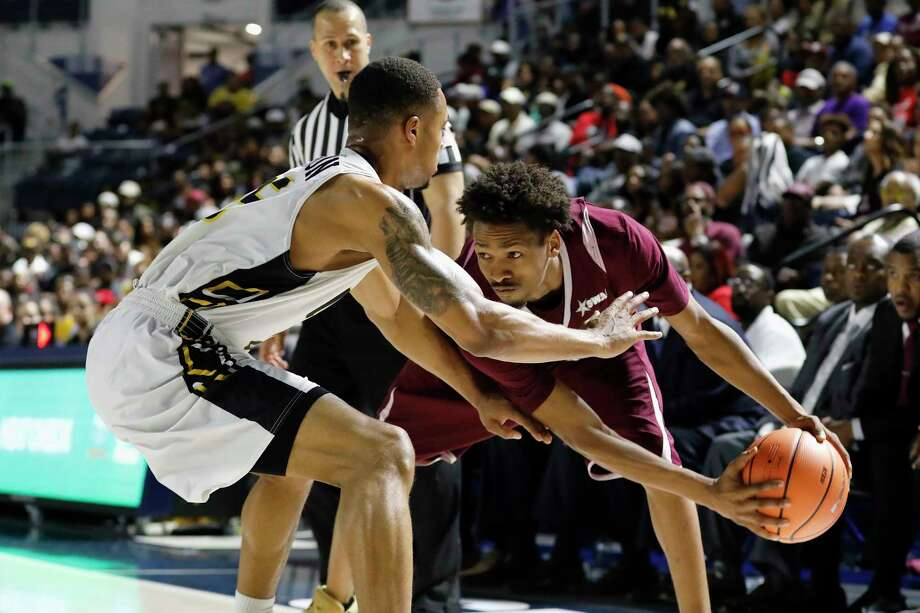 Texas Southern Tigers guard Derrick Bruce (2) controls the ball defended by Arkansas-Pine Bluff Golden Lions forward Trent Steen (15) in the second half in during the SWAC Basketball Tournament Championship Game at Delmar Field House in Houston, TX on Saturday, March 10, 2018. Photo: Tim Warner, Freelance / Houston Chronicle