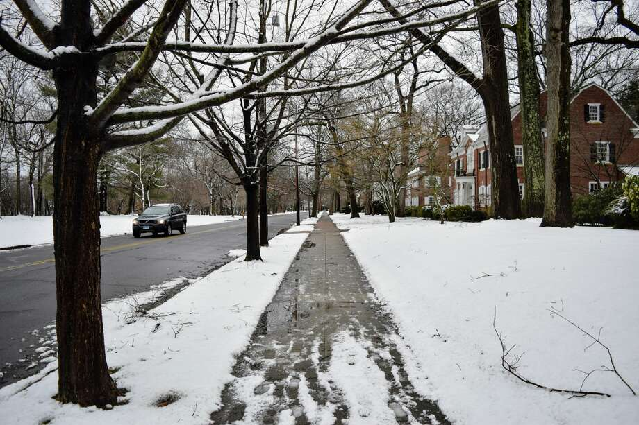 Looking down the sidewalk on Livingston Street in New Haven during the nor'easter on Tuesday, March 13, 2018. Photo: Derek Turner / Hearst Connecticut Media