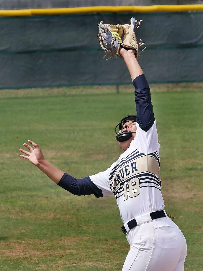 Viri Hernandez and Alexander fell 11-0 in five innings against South San Tuesday at the SAC. Photo: Cuate Santos /Laredo Morning Times / Laredo Morning Times