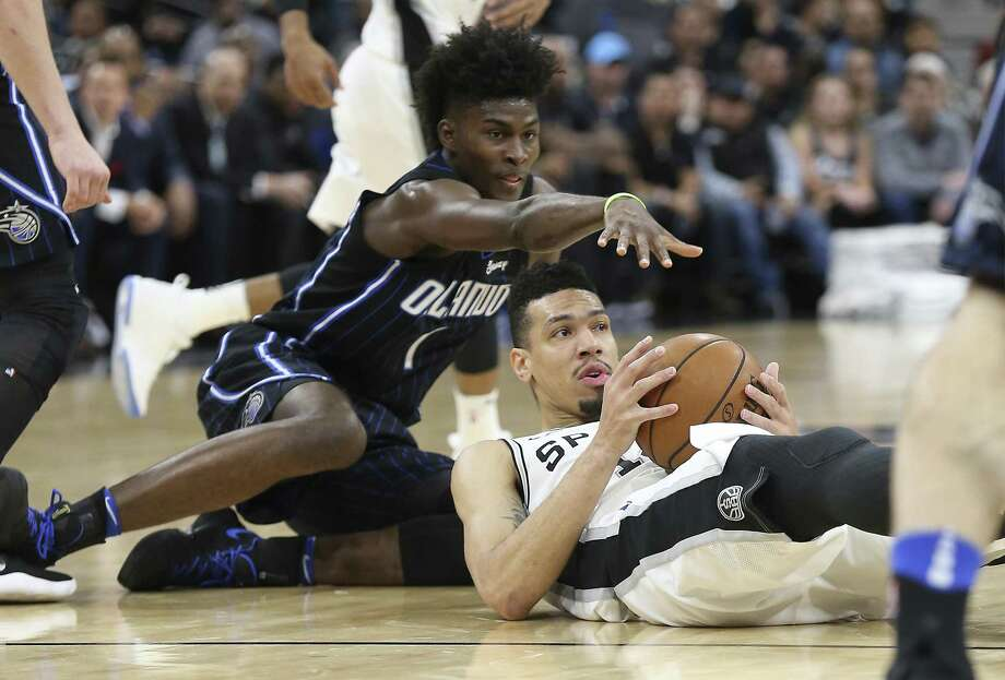 Spurs' Danny Green (14) looks to make a pass while on the floor against Orlando Magic's Jonathan Isaac (01) during their game at the AT&T Center on Tuesday, Mar. 13, 2018. (Kin Man Hui/San Antonio Express-News) Photo: Kin Man Hui, Staff / San Antonio Express-News / ©2018 San Antonio Express-News