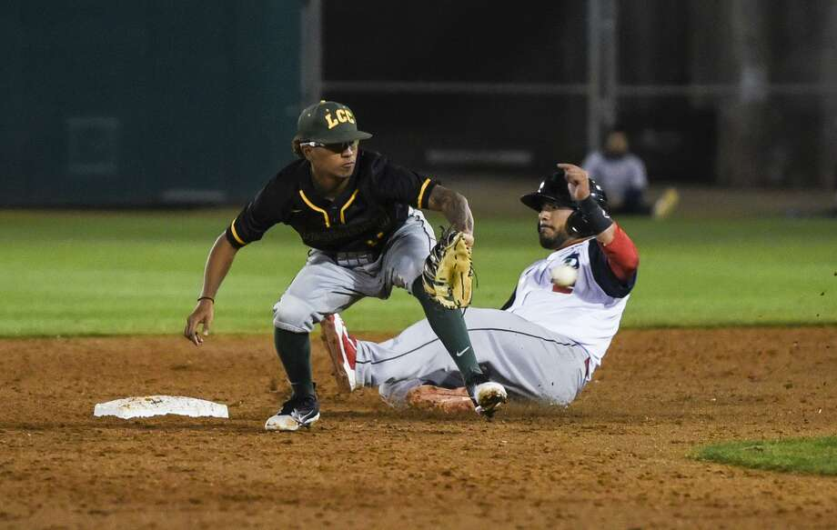 The Tecolotes Dos Laredos won 6-1 returning for their first home game since 2002 in an exhibition with LCC Tuesday. Photo: Danny Zaragoza /Laredo Morning Times