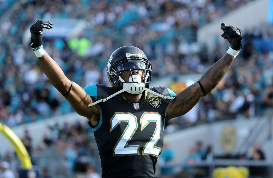 JACKSONVILLE, FL - NOVEMBER 12:   Aaron Colvin #22 of the Jacksonville Jaguars celebrates a play in the second half of their game against the Los Angeles Chargers at EverBank Field on November 12, 2017 in Jacksonville, Florida.  (Photo by Sam Greenwood/Getty Images) Photo: Sam Greenwood/Getty Images