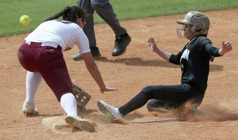 Edison's Mekiela Sibley slides Wednesday, March 14, 2018 into second base as Highlands' Alyssa Flores misses the throw. Sibley advanced to third base on the error. Edison won 6-2. Photo: Photos By William Luther / San Antonio Express-News / © 2018 San Antonio Express-News