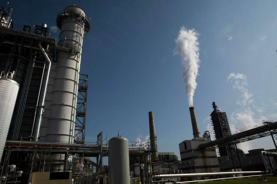 Houston should leverage its strength in natural gas to accelerate the transition away from coal-fired power generation and towards this cleaner burning fuel. Photo: Marie D. De Jesus, Staff / Houston Chronicle / © 2016 Houston Chronicle