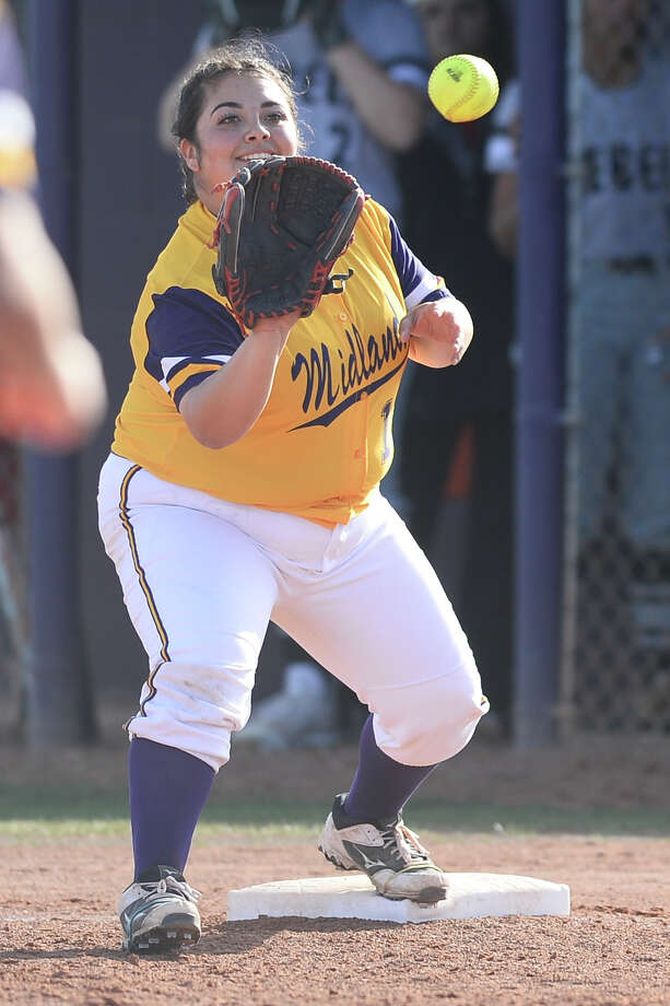 Midland High's Rani Guerra (19) gets an out at first base against Amarillo Tascosa March 13, 2018, at Audrey Gill Sports Complex.  James Durbin/Reporter-Telegram Photo: James Durbin