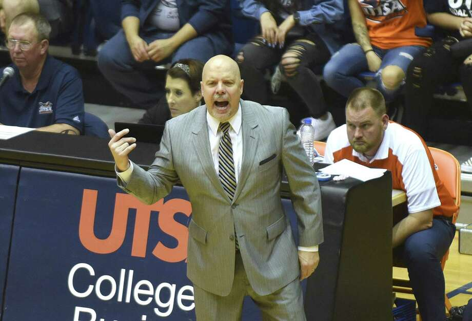 UTSA basketball coach Steve Henson encourages his team during second-half CollegeInsider.com tournament action against Lamar in the UTSA Convocation Center on Wednesday, March 14, 2018. Photo: Billy Calzada, Staff / San Antonio Express-News / San Antonio Express-News