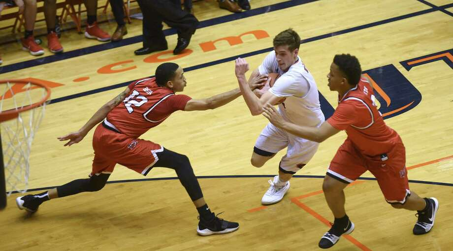Giovanni De Nicolao of UTSA drives to the goal as Zjori Bosha, left, and Nick Garth of Lamar defend during first-half CollegeInsider.com tournament action in the UTSA Convocation Center on Wednesday, March 14, 2018. Photo: Billy Calzada, Staff / San Antonio Express-News / San Antonio Express-News