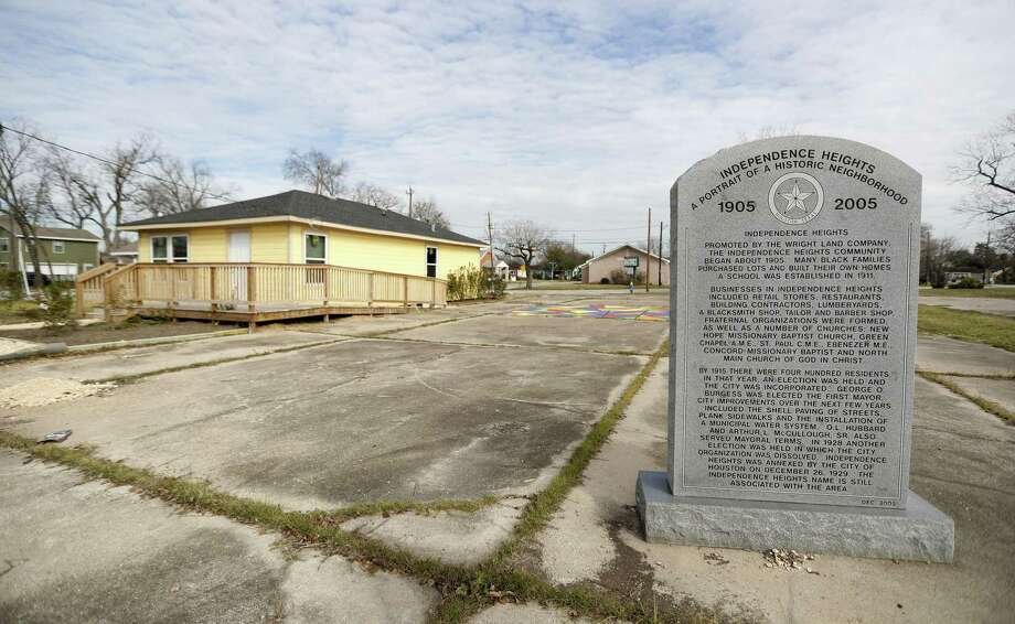 A historical marker near the old town hall for Independence Heights, a community, north of Loop 610 and North Main Street, near the expansion for Interstate 45 on Jan. 5. The project, which is steaming along, has been met with concerns from local groups, which have banded together to try and get their point across. Photo: Karen Warren / Karen Warren / Houston Chronicle / © 2018 Houston Chronicle